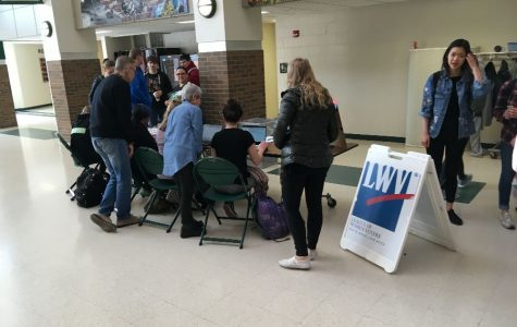 Students register to vote in the commons