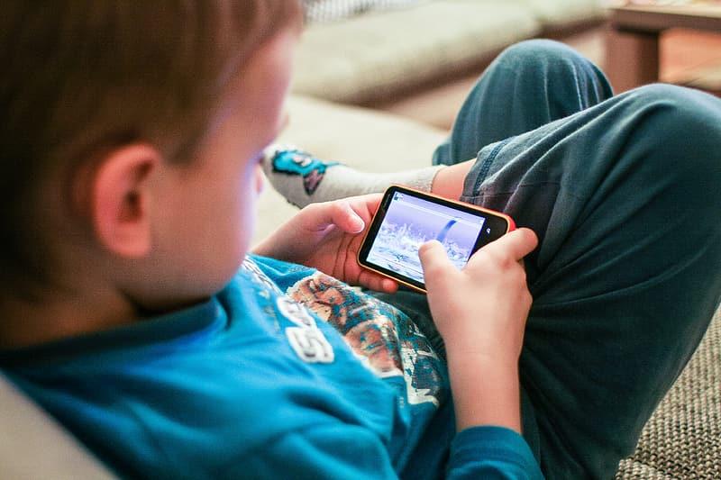 How do teachers manage their kids' social media usage?